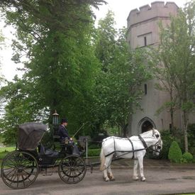 Victoria-Carriage_wedding